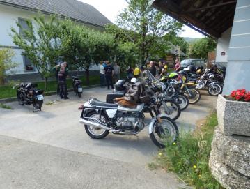 Starodobni motorji v Gorenji vasi so se zbrali v soboto, 10. julija, v spomin na dirko pred 62 leti.