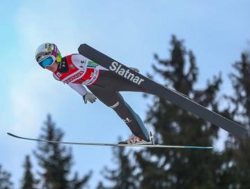 Zadnja sezona je bila za smučarske skakalke, tudi za Emo Klinec, zaradi koronavirusa krajša. Foto: arhiv Eme Klinec