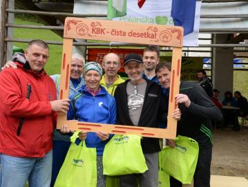 Dosedanji udeleženci vseh 10 trailov KBK z idejnim vodjo KBK-ja Boštjanom Jezerškom (levo). Foto: Arne Istenič za ŠDMH