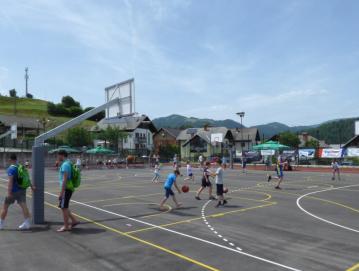 Živahno dogajanje na zunanjem igrišču. Foto: Jure Ferlan