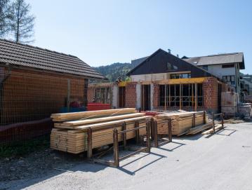 Ob Vrtcu Agata se nadaljuje gradnja prizidka. Foto: Primož Pičulin