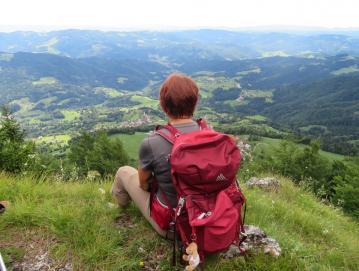 Po Starem vrhu so urejene številne pohodne poti.