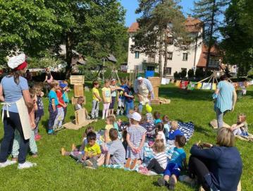 Otroci iz Vrtca Agata so razstavili izdelke na temo hrane.