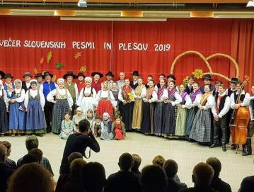 Večer slovenskih pesmi in plesov je TD Žirovski Vrh v Gorenji vasi pripravil že drugič. Foto: Tinkara Kavčič
