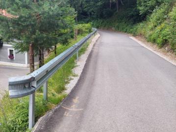 Nova ograja na odseku Murave maln na lokalni cesti Murave–Žetina. FOTO: ARHIV OBČINE