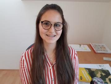 Devetošolka Neža Kržišnik je pri izdelavi raziskovalne naloge veliko izvedela predvsem o negativnih vplivih digitalne demence. Foto: osebni arhiv Neže Kržišnik