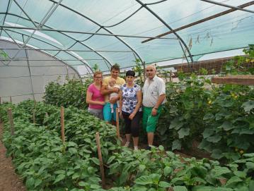 V delo na kmetiji je vpeta vsa družina Kavčič. FOTO: ARHIV DRUŽINE KAVČIČ