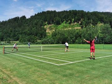 Dvorec Visoko je zadnjo nedeljo v juniju gostil odprto prvenstvo dvojic v tenisu na travnatem igrišču.