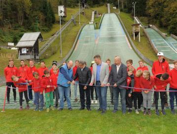 V Žireh so odprli sodoben nordijski center, v katerem trenirajo tudi nekateri uspešni skakalci iz naše občine. Foto: Foto Viktor, Žiri