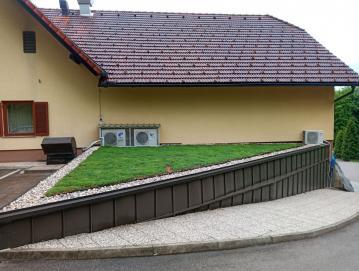 V marcu smo tudi na stavbi centra Čebelarske zveze Slovenije postavili zeleno streho. Foto: Nataša K. Štrukelj