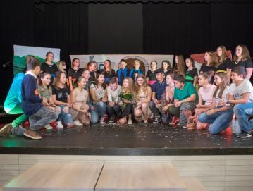 Učenci OŠ Ivana Tavčarja Gorenja vas so letos v kulturnem programu nastopili z muzikalom Mamma mia. Foto: Vito Debelak za arhiv občine