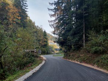 Saniran odsek ceste Talež–Javorjev Dol FOTO: BOŠTJAN KOČAR