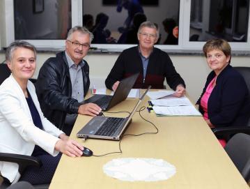 Uredniški odbor (od leve proti desni): Damjana Peternelj, Silvo Pivk, Valentin Bogataj in Mirjana Možina. FOTO: ARHIV UREDNIŠKEGA ODBORA