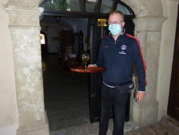 Boštjan Poljanšek iz gostilne Na Vidmu ob ponovnem odprtju gostilne. Foto: Jure Ferlan