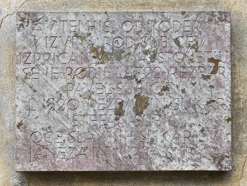 Spominska plošča v Hotovlji