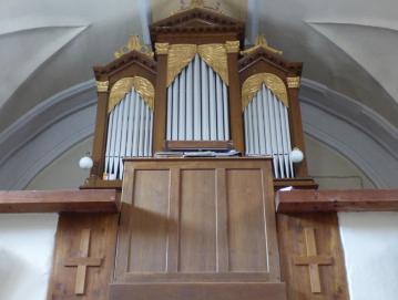 Orgle iz leta 1941 so vgrajene v ohišje Rojčevih orgel iz srede 19. stoletja.