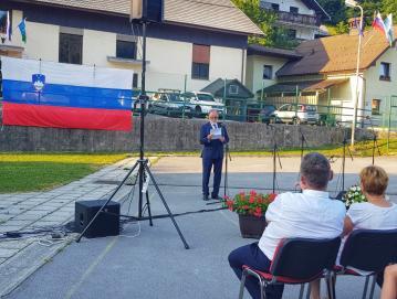 Slavnostni govornik na slovesnosti ob dnevu državnosti na Trebiji je bil dr. Andrej Fink. Foto: Karla Šturm