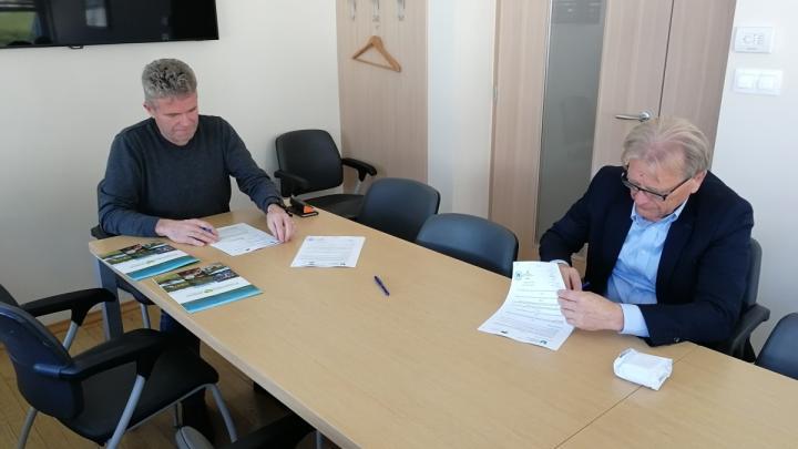 Pogodbo sta podpisala župan g. Milan Čadež in direktor g. Igor Božič