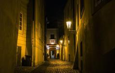 Novo zaostrovanje ukrepov, tudi omejitev gibanja ponoči