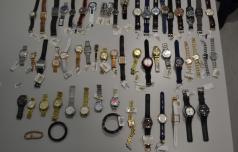 Romuni ukradli za več kot 130 tisočakov ur in telefonov