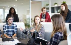 Mladi podjetniki podjetno nad izzive