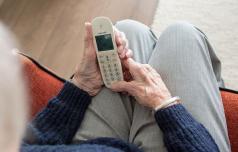Starejši dobili svoje družabno omrežje ČvekiFON