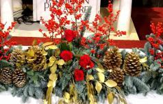 Vatikansko baziliko bosta krasila slovenska florista
