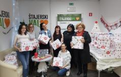 Paket iz Božičkove tovarne daril za kar 1.111 otrok