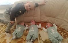 Trojčki družini iz Šentjurja obrnili življenje na glavo