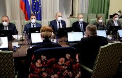 Nova vlada delo začela z zaščitnimi maskami