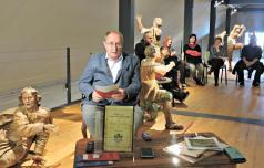 Bitka pravnih mnenj o vodenju šmarske knjižnice
