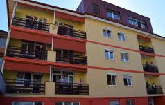 Stanovalci doma starejših v Poljčanah telovadili na balkonu