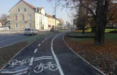 Po kolesarski stezi skupaj kolesarji in vozniki