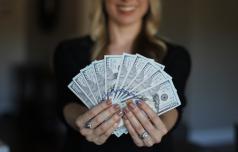 Koliko denarja potrebujemo za srečo?