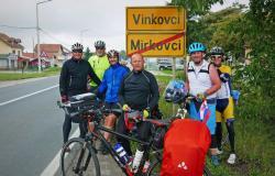 Konjičani s kolesom v Beograd