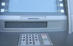 V bankomate vlamljali trije Romuni