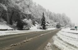 Sneži, previdno na cestah!