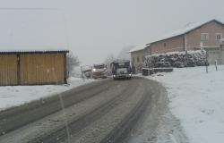 Sneg pobelil doline, previdno na cestah!