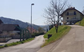 Cestni odsek v Senožetih (pred rekonstrukcijo)