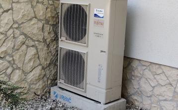 Nova toplotna črpalka v POŠ Senožeti - zunanja enota, 24.07.2020
