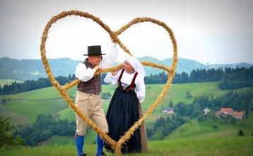 Poljanska dolina, dežela pod Blegošem Foto: Lucija Kavčič