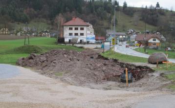 V novembru 2013 se je začela gradnja kanalizacijskega sistema tudi na Trebiji