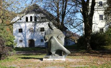 Kip Ivana Tavčarja na Visokem Foto: Vito Debelak