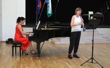 Nika Justin, klarinet, pri klavirju: Katarina Tominec, spec., mentorica: Liljana Poklukar Herman, prof.