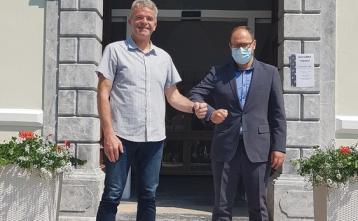Milan Čadež, župan Občine Gorenja vas - Poljane in minister za infrastrukturo Jerneja Vrtovec. Foto: Elizabeta Rakovec