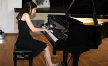 Loti Feltrin, klavir