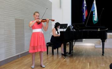 Maruša Šubic, violina, pri klavirju: Katja Činč, univ. spec. mus., mentorica: Anuša Plesničar, M. Mus.