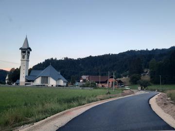 Asfaltirana cesta v Predmostu do Podbregarja