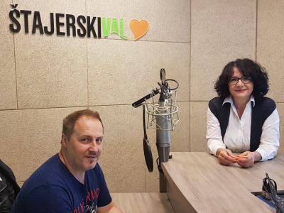 BORIS KIDRIČ, zdravstveni delavec z izrazitim socialnim čutom, in Tanja Jurjec, gostiteljica srečanja..