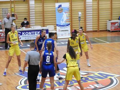Utrinek z ene od pripravljalnih tekem, jutri pa se za celjske košarkarice začenja zares. (Foto: ŽKK Cinkarna Celje)